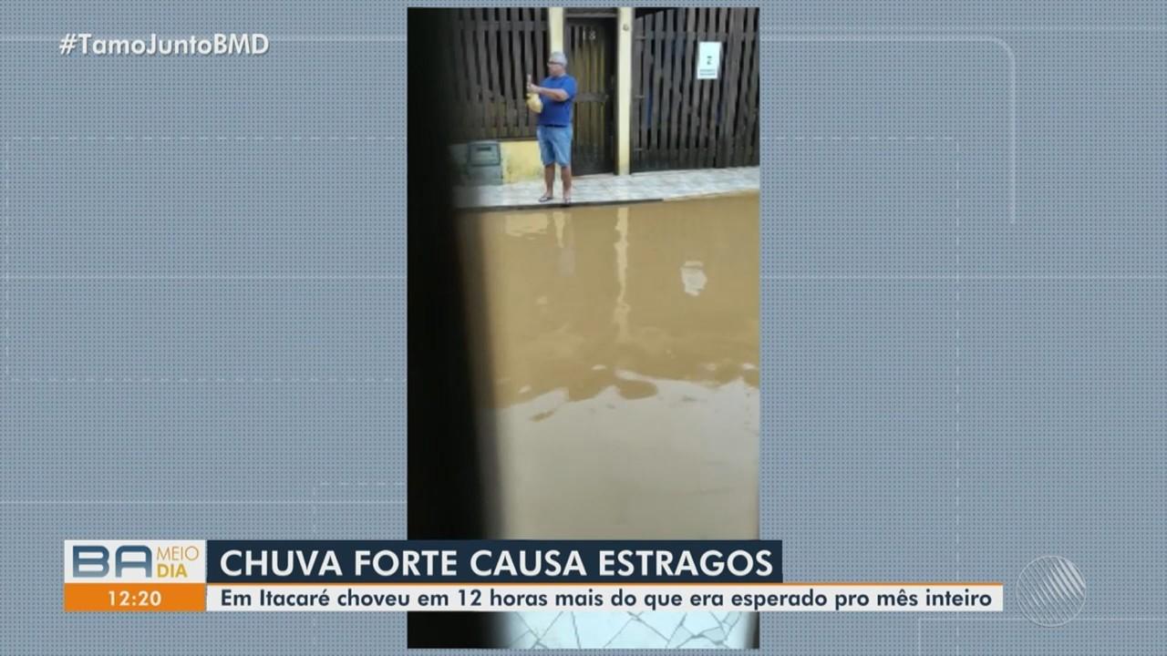 Chuva forte deixa ruas alagadas em municípios da Bahia