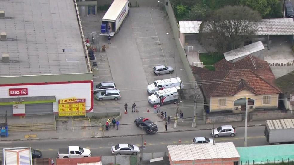 Tentativa de roubo a carro-forte em Embu-Guaçu (Foto: Reprodução/TV Globo)