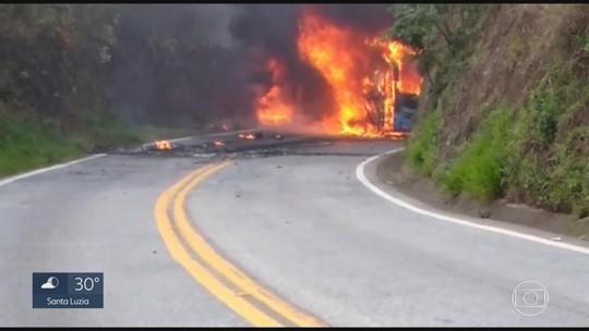 Ônibus que estava a caminho do Rio de Janeiro pega fogo em estrada de Ouro Preto