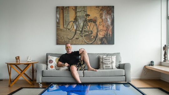 Luiz Fernando Guimarães mostra decoração da casa e relembra carreira: 'Gosto muito de ser ator'
