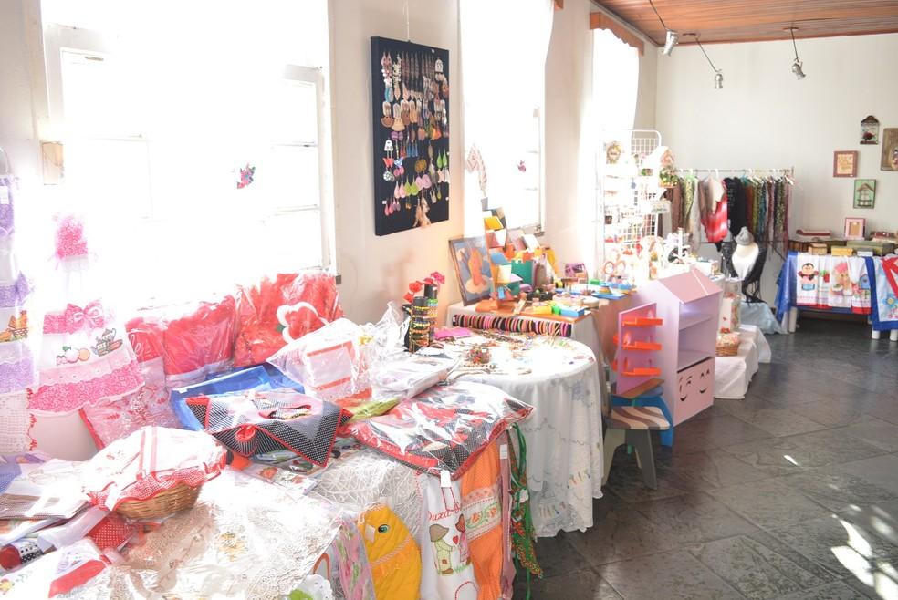 Mostra reúne peças de 28 artistas de São Pedro da Aldeia, no RJ  — Foto: Prefeitura de São Pedro da Aldeia/ Divulgação