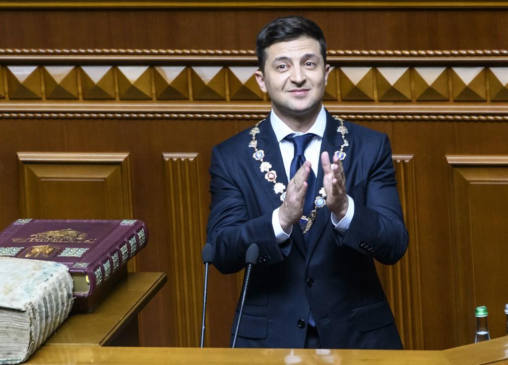 Volodymyr Zelensky durante sua posse no Parlamento em Kiev — Foto: Vladyslav Musienko / Serviço de Imprensa do Primeiro Ministro da Ucrânia/ AFP