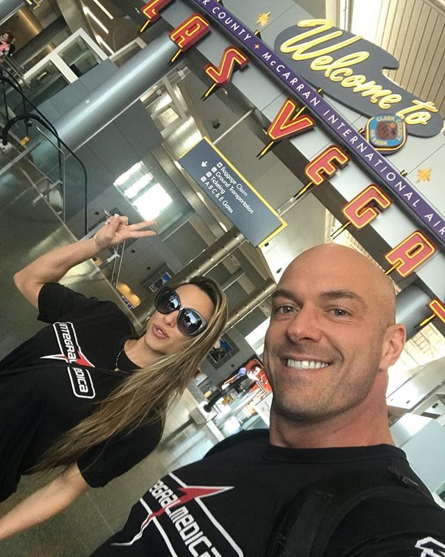 Michelly Crisfepe e o marido, Carlos Tomaiolo (Foto: Reprodução/Instagram)