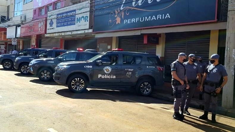 Polícia Militar envia Baep para reforçar segurança em São Carlos após chuva atingir lojas