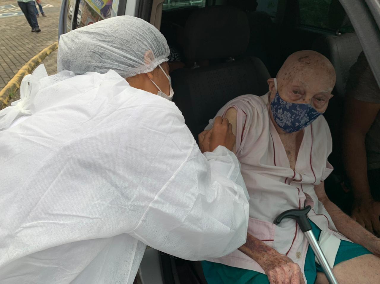 Teresina inicia vacinação contra a Covid-19 de idosos entre 85 e 89 anos nesta sexta (26); veja postos