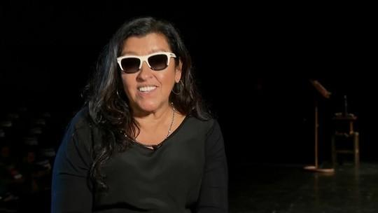Espetáculo 'Recital da Onça' marca o retorno de Regina Casé aos palcos após 25 anos