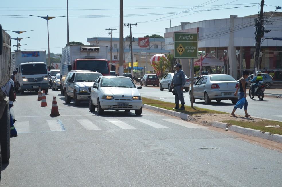 Mais duas faixas devem ser construídas na avenida Fernando Guilhon (Foto: Adonias Silva/G1)