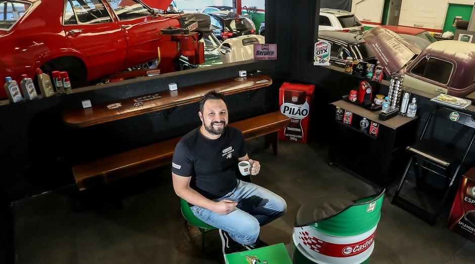 Fabrício Cavalcanti, da Castrol Auto Service: coworking para clientes que aguardam o carro ficar pronto (Foto: Reprodução/Agência Sebrae de Notícias)