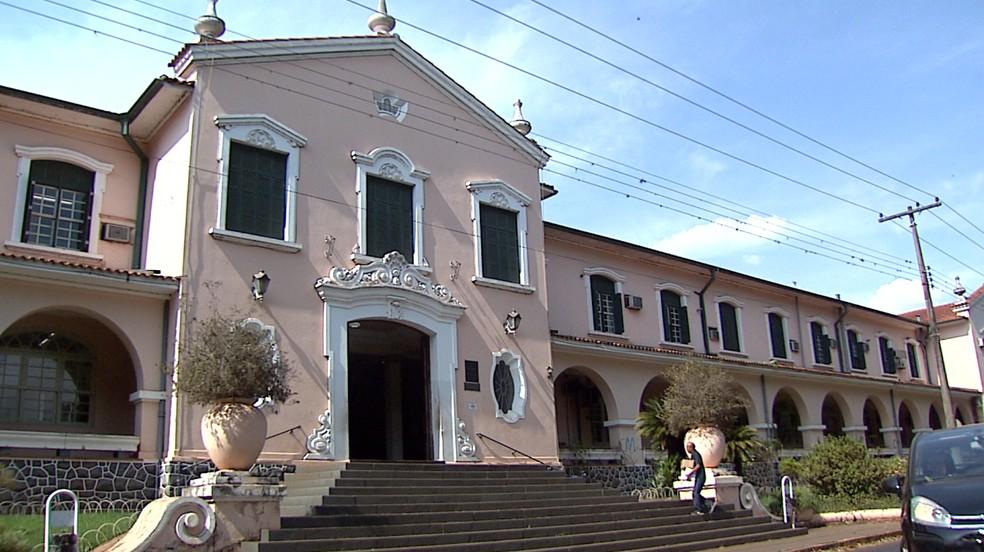 Faculdade de Medicina da USP em Ribeirão Preto — Foto: EPTV/Reprodução