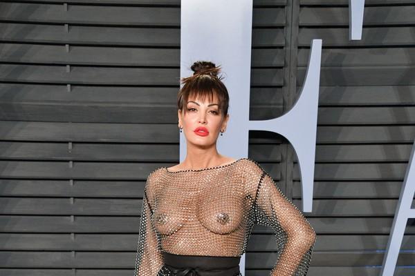 A atriz e cantora albanesa Bleona Qereti na festa pós-Oscar da revista Vanity Fair (Foto: Getty Images)