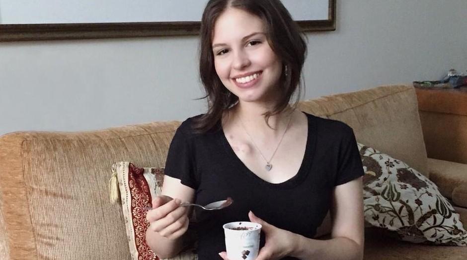 Marcella Cunha faz tratamento contra um linfoma de Hodgkin e encontra em sorvete alívio para efeitos colaterais como náuseas (Foto: Reprodução/BBC)