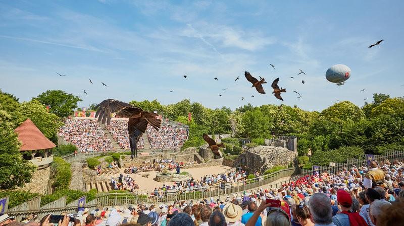 Apresentação co aves treinadas já eram comuns no Puy du Fou antes dos lixeiros. (Foto: Puy du Fou)