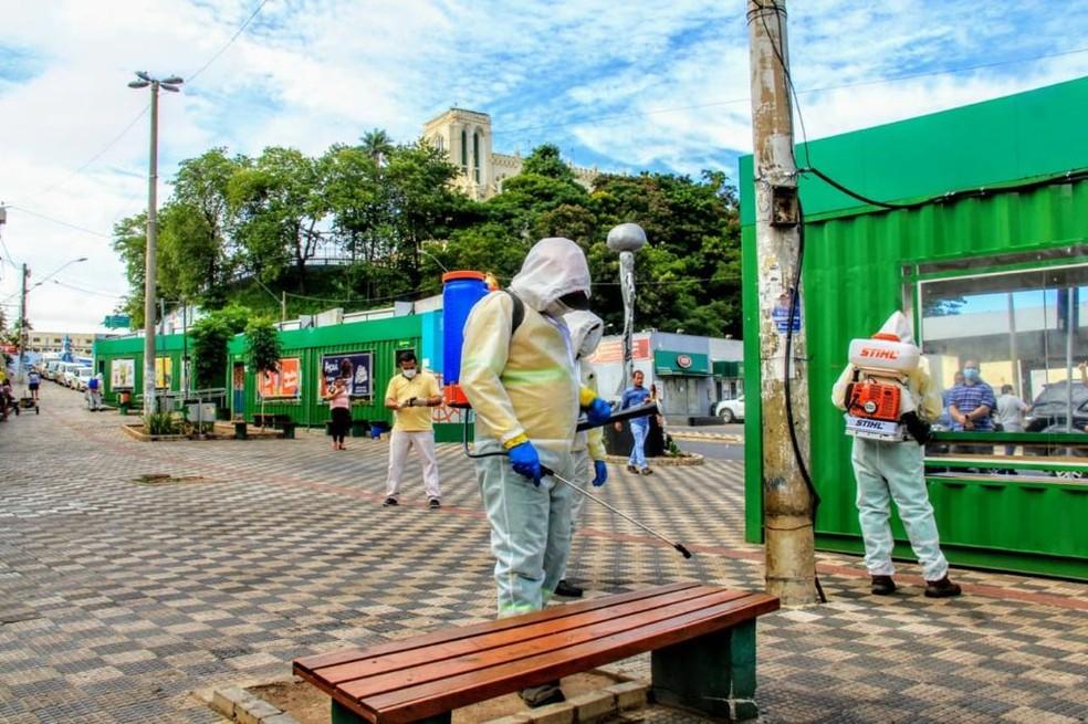 Praças passam por desinfecção em Cuiabá — Foto: Luiz Alves - Prefeitura de Cuiabá