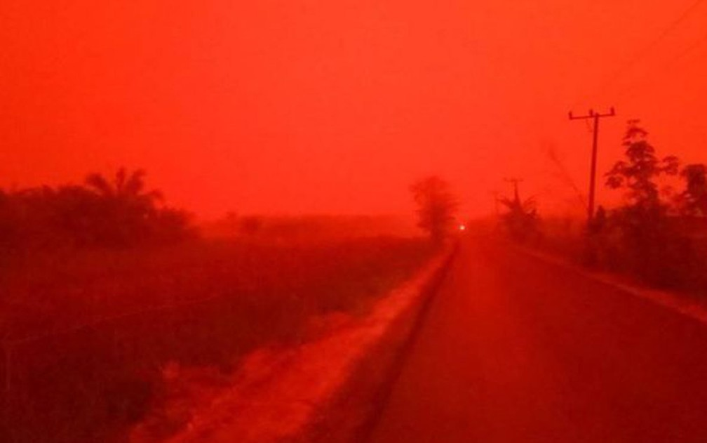 A situação na província de Jambi, na Indonésia, parecia ter saído de um filme pós-apocalíptico — Foto: Eka Wulandari/BBC