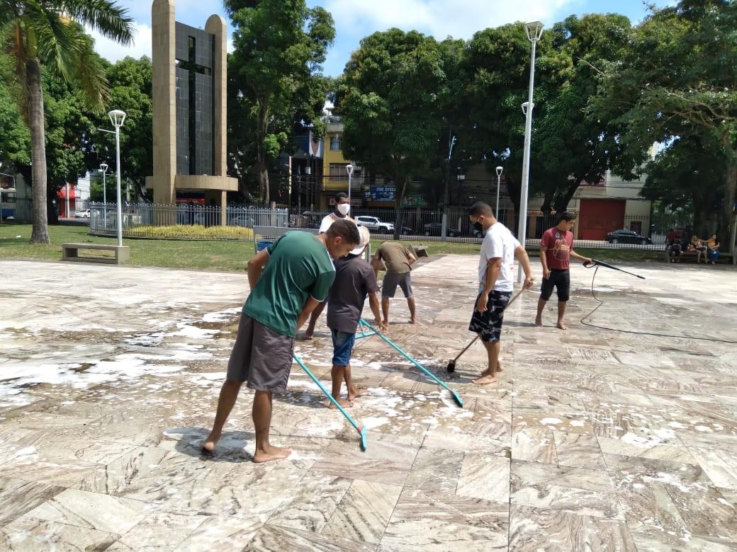 Praça Santuário recebe limpeza para o Círio de Nazaré 2020