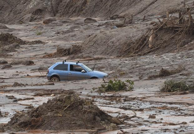 Após o rompimento da barragem do Fundão, em Mariana, uma onda de lama cobriu o subdistrito de Bento Rodrigues com rejeitos de minério da Samarco (Foto: Antonio Cruz/Agência Brasil)