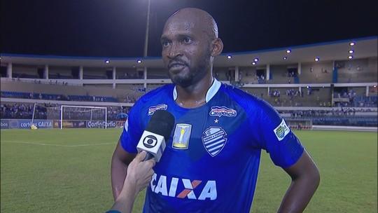 Leandro Souza vibra com gol da vitória do CSA sobre o São Bento