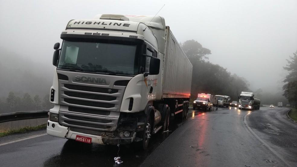 Motorista de caminhão não sofreu ferimentos em batida em Pouso Redondo (Foto: PRF/Divulgação)