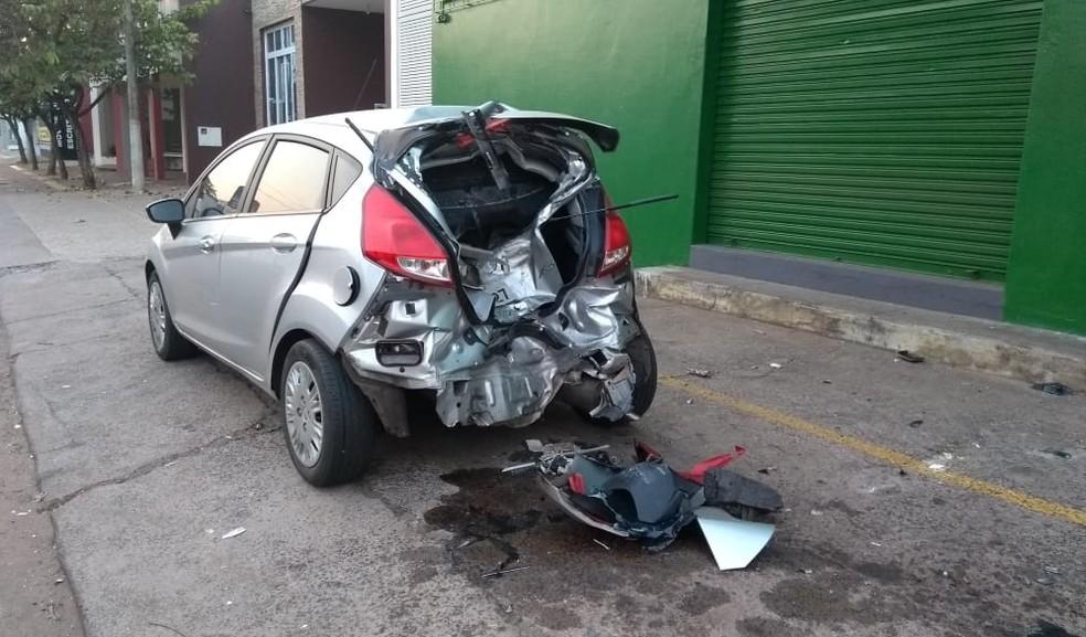 Carro ficou com a traseira destruída após acidente em Araçatuba — Foto: Divulgação