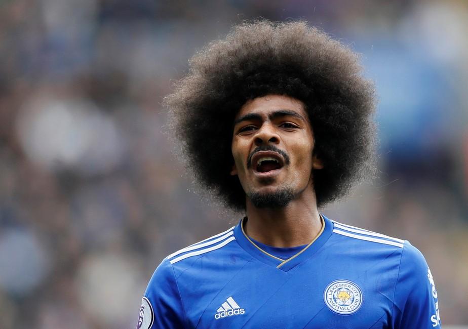 Jogador do Leicester é acusado de má conduta por postagens racistas de seis anos atrás