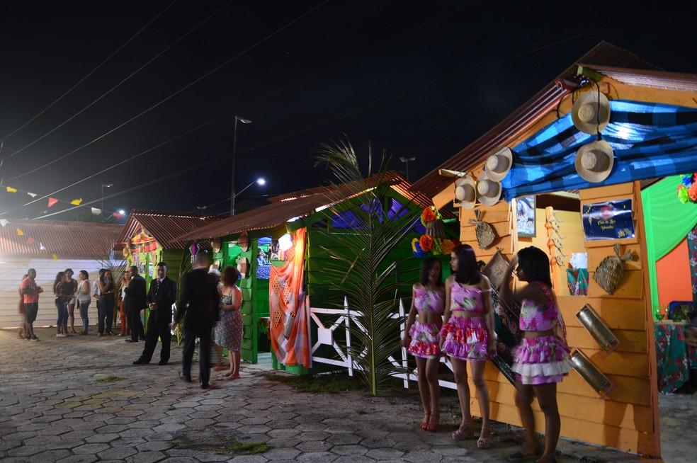 Além dos show, público pode também aproveitar espaços como a Cidade Cenográfica, que recria o clima de 'festa junina no interior' (Foto: Penélope Araújo/G1)