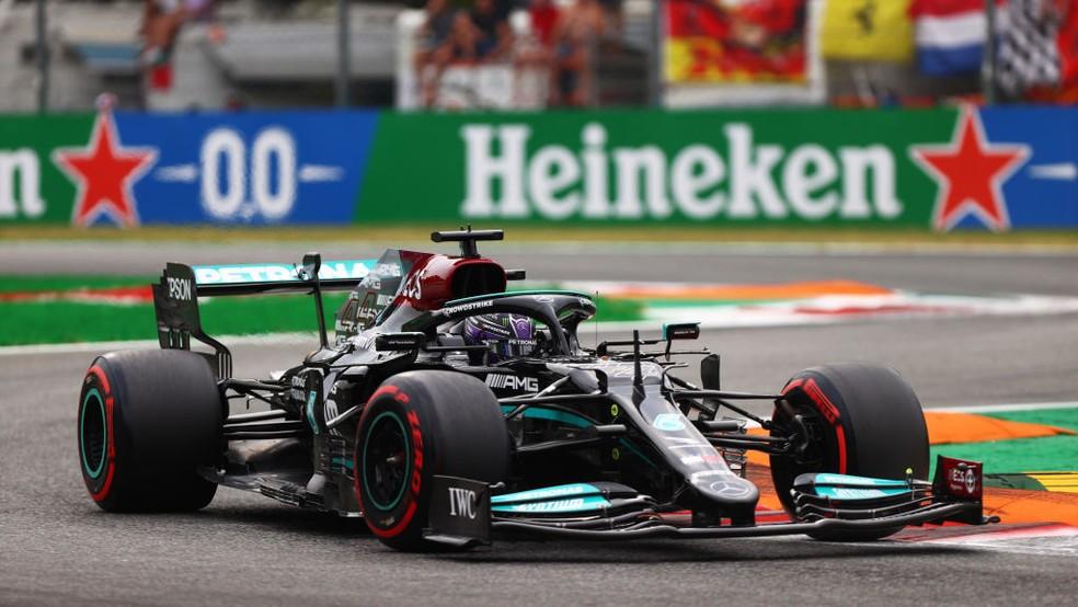 Lewis Hamilton na classificação para a corrida classificatória do GP da Itália — Foto: Dan Istitene - Formula 1/Formula 1 via Getty Images