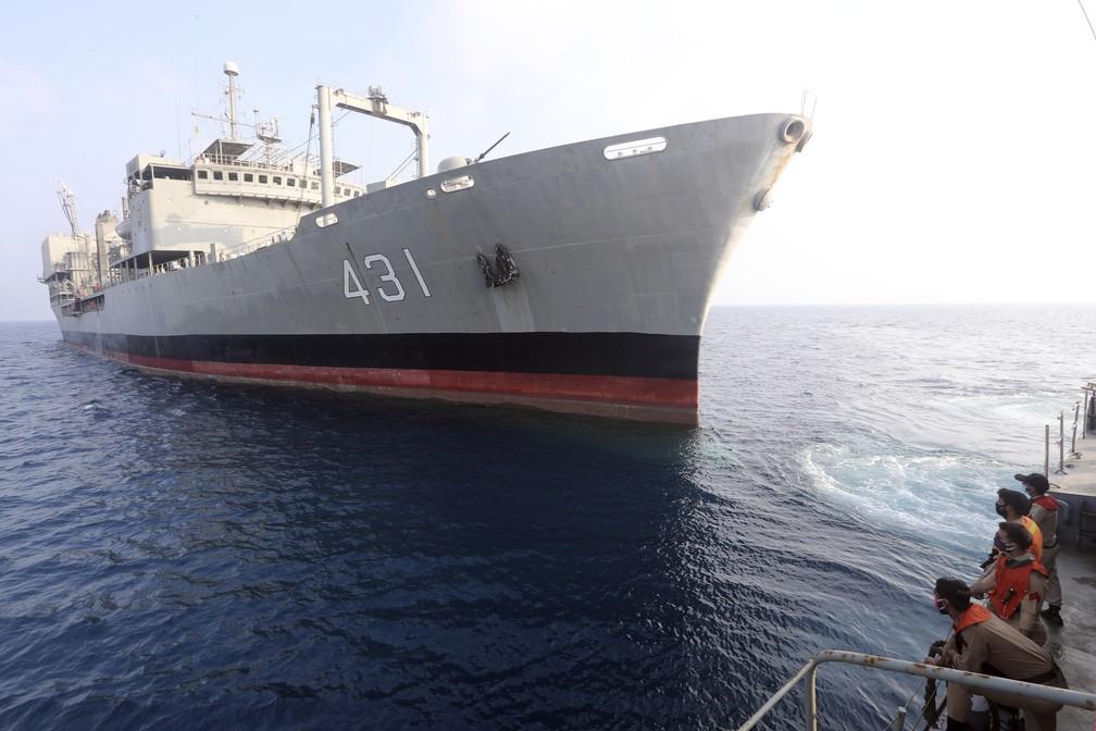 Foto sem data do Kharg, maior navio de guerra da Marinha do Irã, em foto fornecida pelo Exército do país. O Kharg pegou fogo e afundou em 2 de junho de 2021 no Golfo de Omã. — Foto: Exército do Irã via AP