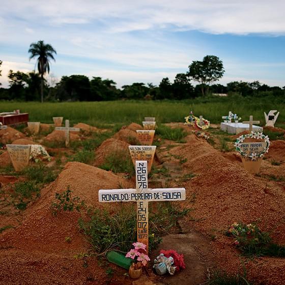 EXECUTADOS Oito dos dez mortos na chacina de Pau d'Arco estão enterrados juntos em  Redenção, no Pará (Foto: Adriano Machado/Época)