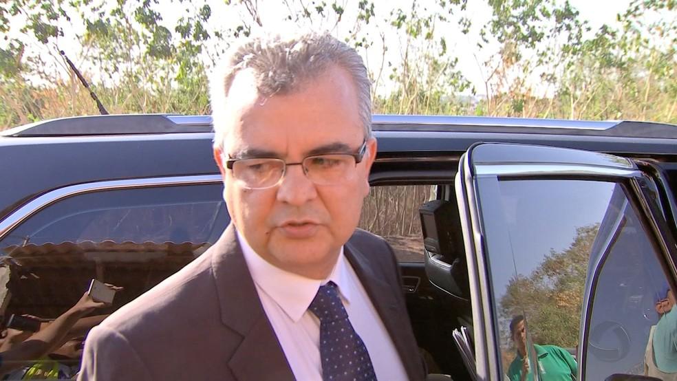Paulo Taques deixa o Centro de Custódia de Cuiabá (Foto: TVCA/Reprodução)