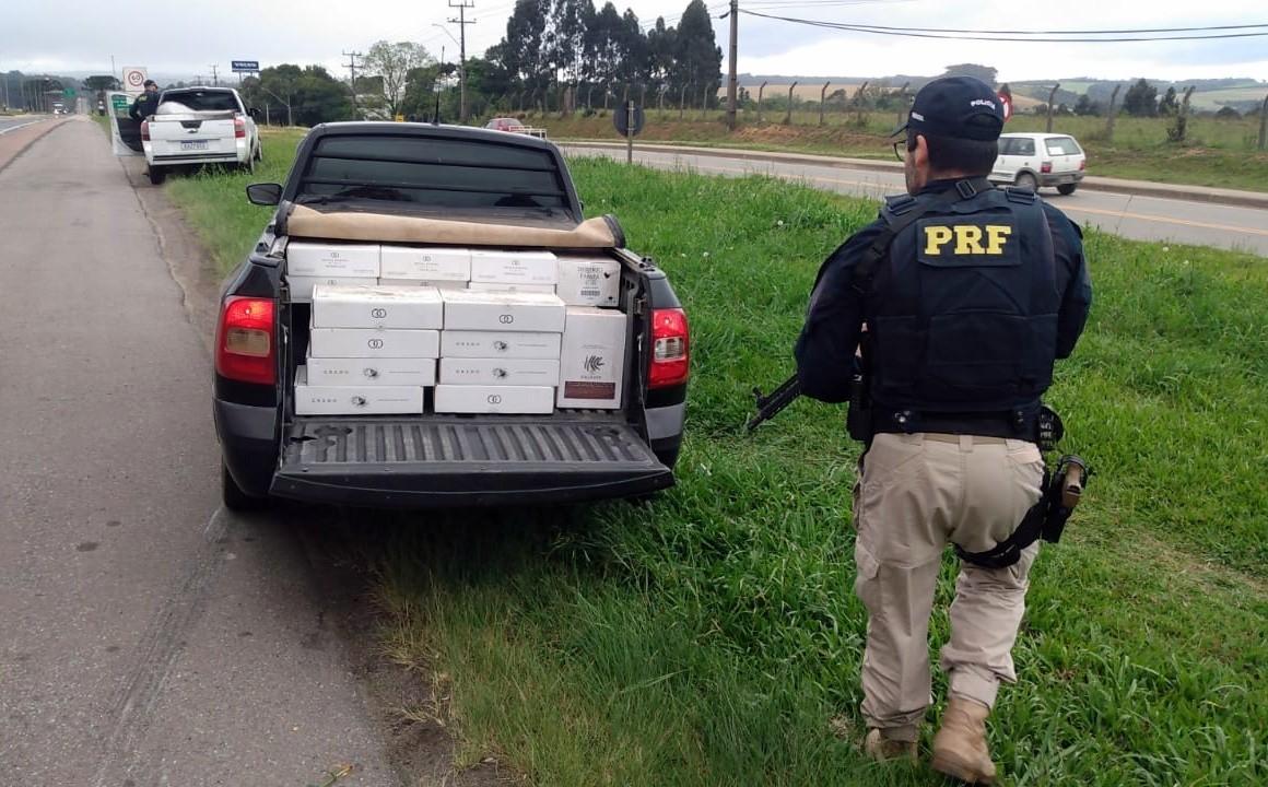 Motorista tenta atropelar policial em abordagem que apreendeu 700 garrafas de vinho argentino em SC
