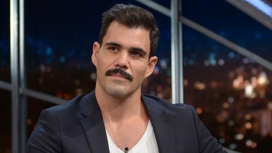 Juliano Cazarré comenta cena sensual em filme: 'Foi uma das coisas mais bonitas que já fiz'