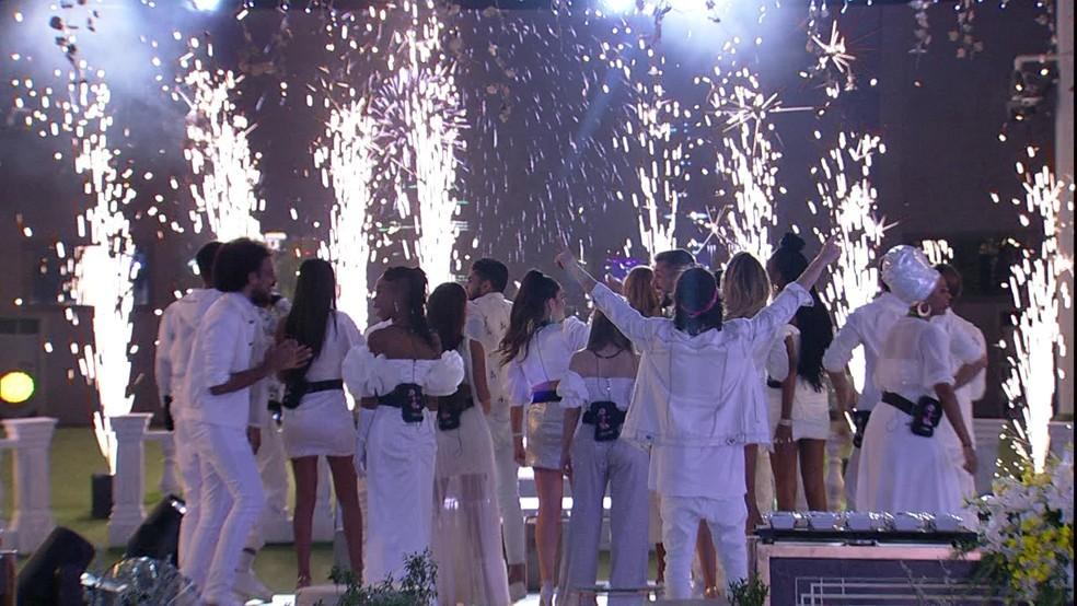 Brothers se divertem na primeira festa do BBB21 — Foto: Globo