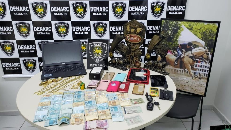 Mais de R$ 43 mil foram encontrados em um dos imóveis — Foto: Divulgação