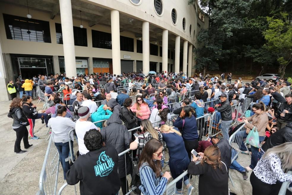 Fila no Pacaembu para comprar ingressos do Sandy e Junior nesta sexta (22) — Foto: Fabio Tito/G1