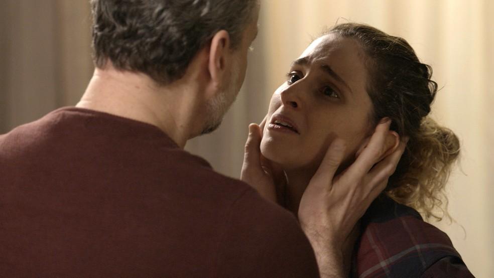 Ivana implora pelo apoio da família (Foto: TV Globo)