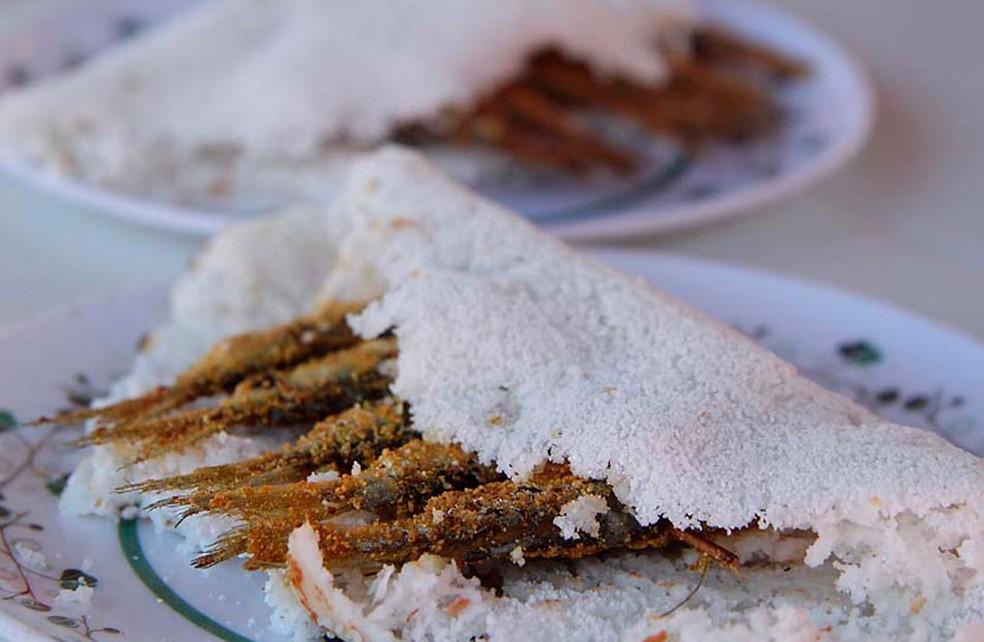Ginga com tapioca, prato típico da culinária potiguar, muito comum nas praias de Natal — Foto: Canindé Soares/G1