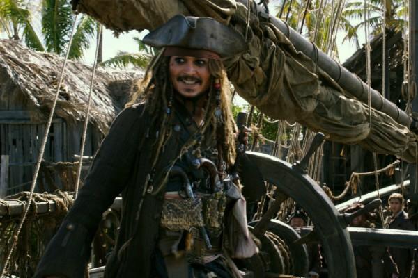O ator Johnny Depp como Jack Sparrow no quinto filme da franquia Piratas do Caribe (Foto: Reprodução)