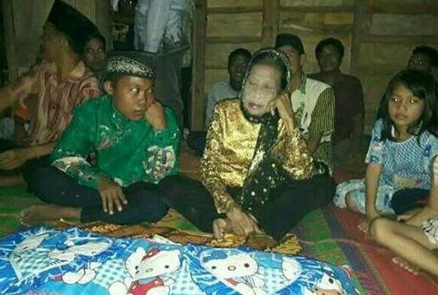 Rohaya e Selamat Riayadi se casam na Indonésia