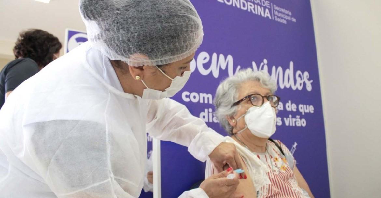 Covid-19: Londrina começa a agendar aplicação da dose reforço para idosos com 70 anos ou mais e imunossuprimidos