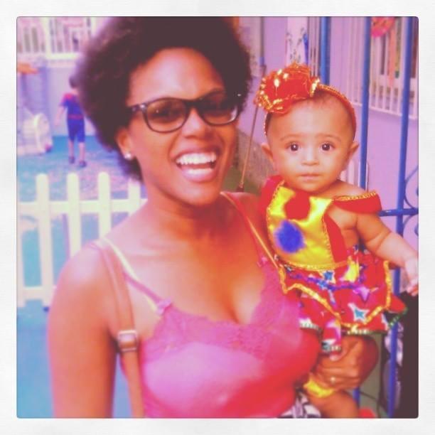 Tainá e a filha Aurora quando bebê (Foto: Arquivo Pessoal)