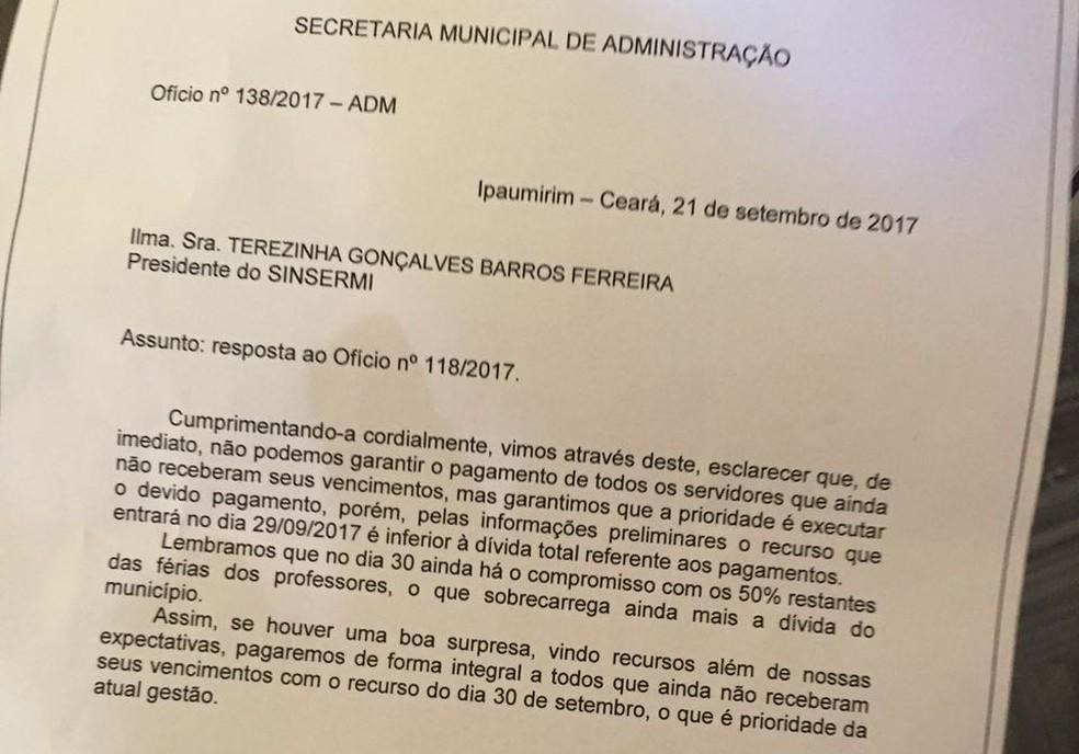 Ofício enviado pela Secretaria de Administração de Ipaumirim a servidores paralisados (Foto: Arquivo Pessoal)