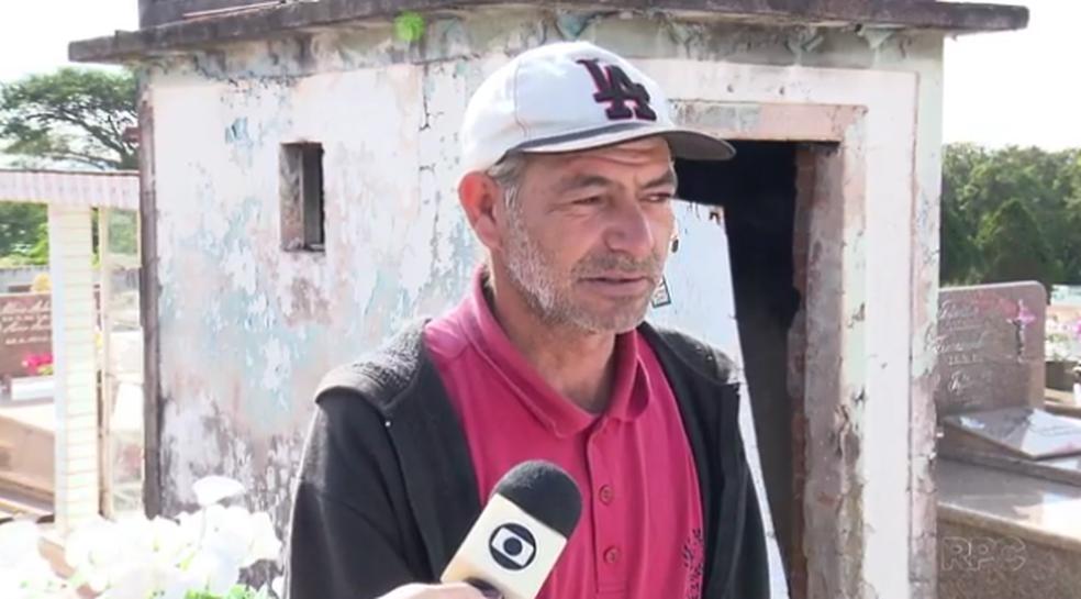 Homem mora há 11 anos dentro de túmulo abandonado em cemitério em Marialva (Foto: Reprodução/RPC)