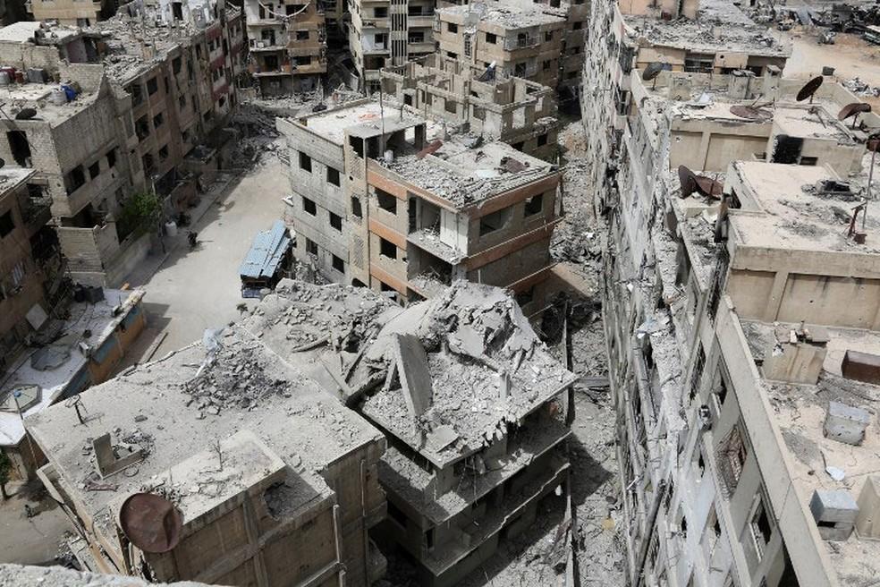 Imagem mostra a cidade de Duma, em Guta Oriental, nesta terça-feira (17) (Foto: AFP)