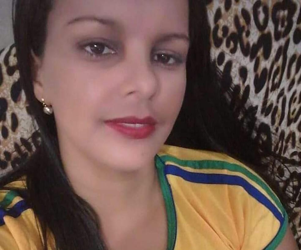 Mulher é achada morta em matagal com corda enrolada no pescoço em Rio Branco  — Foto: Arquivo pessoal