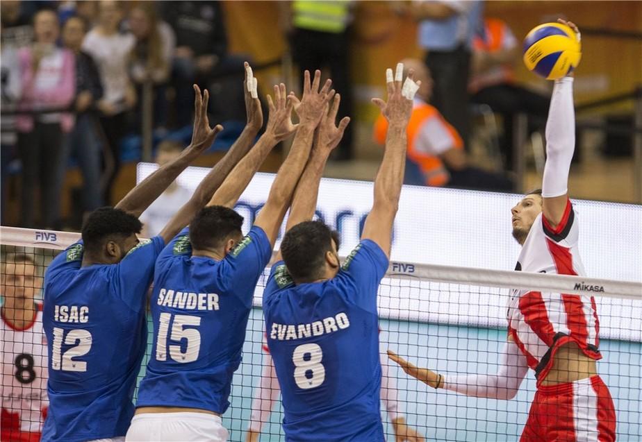 Com problemas no passe e na recepção, Cruzeiro é derrotado na estreia do Mundial de Clubes