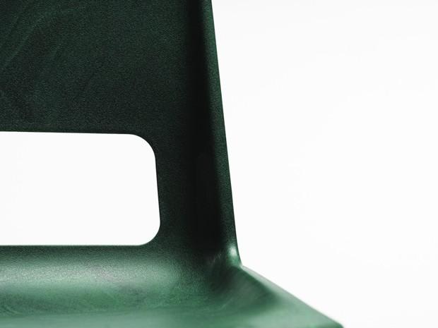 Cadeira é 100% fabricada com plástico reciclado (Foto: Divulgação)