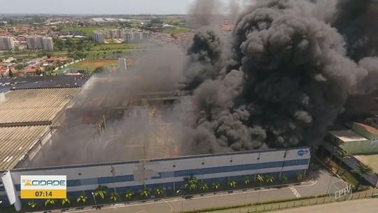 Vídeo mostra área alagada da fábrica; funcionários voltam ao trabalho