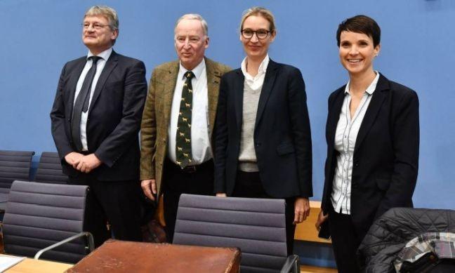 Membros do partido de extrema-direita alemão AfD, Joerg Meuthen, Alexander Gauland, Alice Weidel e Frauke Petry (Foto: John Macdougall / AFP / O Globo)