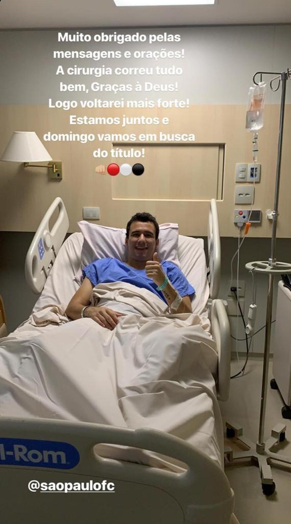 Pablo, do São Paulo, diz que cirurgia foi bem sucedida — Foto: Reprodução
