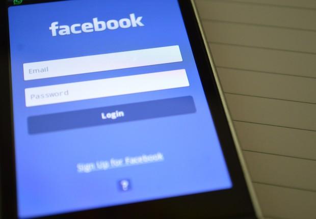 Logo do Facebook em celular (Foto: Pexels)